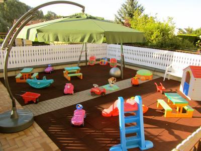 cr che l 39 ile aux enfants activit s pour enfant cr che et foyer de jour editus. Black Bedroom Furniture Sets. Home Design Ideas