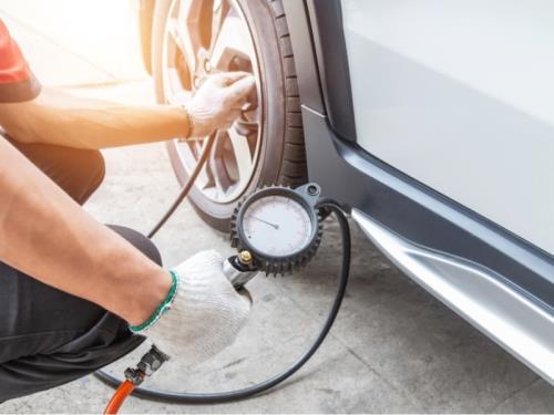 Contrôle et réglage de la pression des pneus