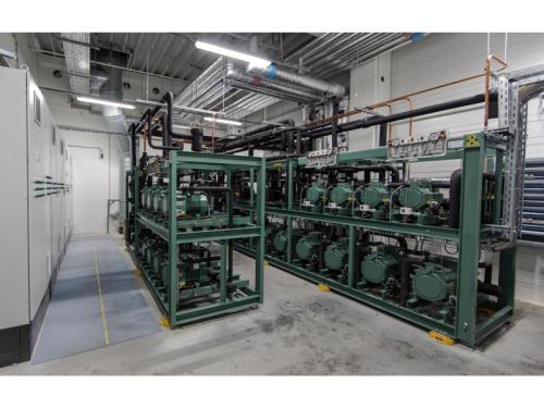 Salle de machines pour une production de froid trans-critiqu