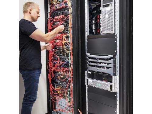 DATA (réseau informatique, câble réseau)