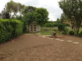 Fourniture et pose de gazon en rouleaux, installation des abris de jardin