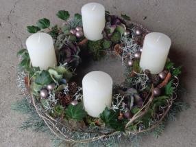Blumenkurs - Adventskranz gesteckt