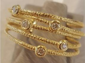 5 bagues mobiles en or
