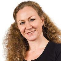 Mme Angela Wilden